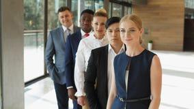Porträt der Gruppe erfolgreicher ethnisch gemischter Geschäftsleute zuhause stock video footage