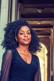 Porträt der jungen Afroamerikaner-Frau in New York stockfotografie
