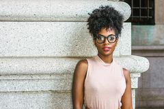 Porträt der jungen Afroamerikaner-Frau in New York stockbilder