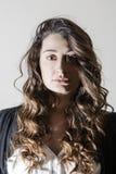 Porträt der jungen Brunettefrau Stockbilder