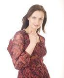 Porträt der jungen Frau der Schönheit mit der Handtasche lokalisiert Stockfotografie