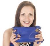 Porträt der jungen Frau der Schönheit mit der Handtasche lokalisiert Lizenzfreies Stockfoto