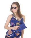 Porträt der jungen Frau der Schönheit mit der Handtasche lokalisiert Lizenzfreie Stockfotografie