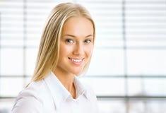 Porträt der jungen Geschäftsfrau Stockbilder