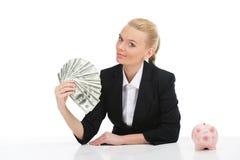 Porträt der jungen Geschäftsfrau Dollar halten Lizenzfreies Stockbild