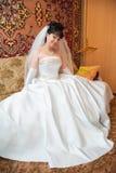 Porträt der jungen glücklichen Braut Stockfotografie