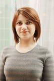 Porträt der jungen Redheadfrau stockbilder