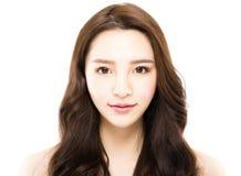 Porträt der jungen schönen Frau auf weißem Hintergrund lizenzfreies stockbild