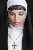 Porträt der jungen schönen Nonne stockfotografie
