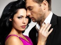 Porträt der jungen schönen Paare in der Liebe Lizenzfreie Stockfotos
