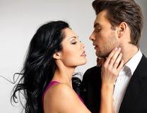 Porträt der jungen schönen Paare in der Liebe Lizenzfreies Stockfoto