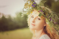Porträt der jungen Schönheit stockbild