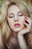 Porträt der jungen Schönheit stockfotos