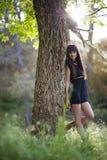 Porträt der jungen Schönheit auf Feld stockbilder
