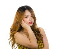 Porträt der jungen sexy und spielerischen Asiatinaufstellung frisch und frech im koreanischen Stift herauf Mädchenart lokalisiert stockfotografie