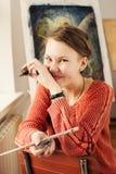 Porträt der Künstlerin mit schrulligen Ausdrücken Lizenzfreies Stockfoto
