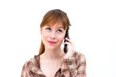 Frau beim Telefonanruf lizenzfreie stockbilder