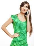 Porträt der lächelnden Frau kleidete in einer grünen Bluse an, an lokalisiert Lizenzfreies Stockbild