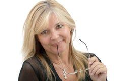Porträt der lächelnden reifen Frau mit Brillen Lizenzfreies Stockbild