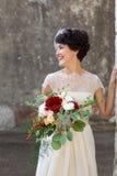 Porträt der lachenden Braut lizenzfreie stockfotografie