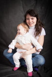 Porträt der Mama mit einem kleinen Baby Stockbilder