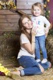 Porträt der Mutter mit ihrer Tochter stockfoto