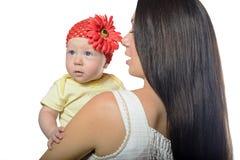 Porträt der Mutter und des Babys lokalisiert Lizenzfreie Stockbilder