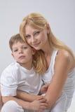 Porträt der Mutter und des Sohns lizenzfreies stockbild