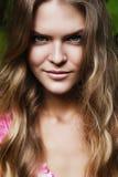 Porträt der natürlichen blonden Frau Stockfotografie