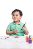 Porträt der netten asiatischen Jungenmalerei unter Verwendung der Aquarelle Stockfotografie
