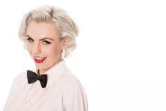 Porträt der netten jungen blonden Kellnerin, mit Raum für Text, Isolator Lizenzfreies Stockfoto