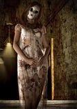Porträt der Psychischmörderfrau mit einer Maske Lizenzfreies Stockfoto
