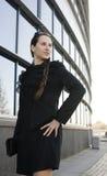 Porträt der recht jungen Geschäftsfrau Stockbild