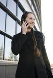 Porträt der recht jungen Geschäftsfrau Stockfotografie