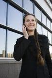 Porträt der recht jungen Geschäftsfrau Stockbilder