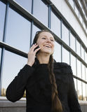 Porträt der recht jungen Geschäftsfrau Stockfotos