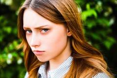 Porträt der rothaarigen Mädchennahaufnahme stockfotografie