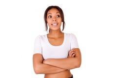Porträt der schönen Afroamerikanerfrau, die lokalisiertes ove aufwirft Lizenzfreies Stockbild
