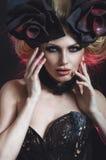 Porträt der schönen blonden Frau im dunklen sexy Korsett Stockbilder