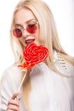 Porträt der schönen blonden Frau mit hellem Lizenzfreies Stockfoto