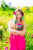 Porträt der schönen Blondine mit grünen Augen Stockbild