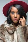 Porträt der schönen fasionable schwarzen Frau stockfotos