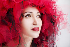 Porträt der schönen Frau mit den roten Lippen Art und Weisefoto Stockbild