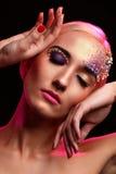 Porträt der schönen Frau mit künstlerischem Make-up Stockbilder