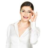 Porträt der schönen glücklichen Frau in den Gläsern Lizenzfreies Stockfoto