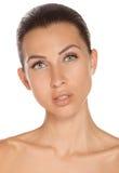 Vorderes Porträt des jungen Mädchens der Schönheit, perfekte reine Haut. Stockfoto