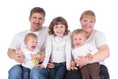 Porträt der schönen lächelnden glücklichen fünfköpfiger Familie stockfoto
