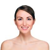 Porträt der schönen lächelnden jungen Frau Lizenzfreies Stockfoto