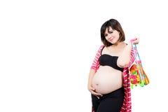 Porträt der schönen 9-monatigen schwangeren Frau mit dem Halten zu Stockfotos