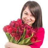 Porträt der schönen netten Frau mit Tulpen Stockbild